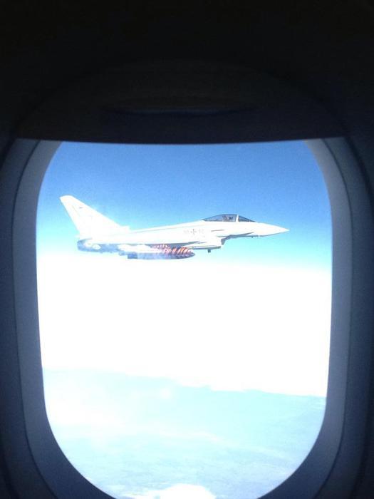 Caccia tedeschi 'scortano'aereo Alitalia