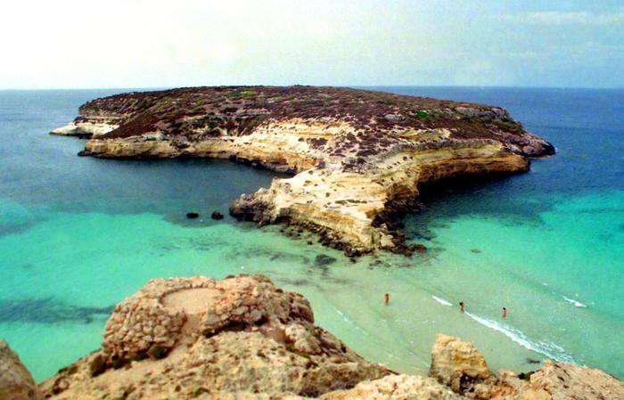 Menzione ministero per spiaggia Isola conigli a Lampedusa
