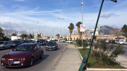 Forti raffiche di vento, disagi a Palermo