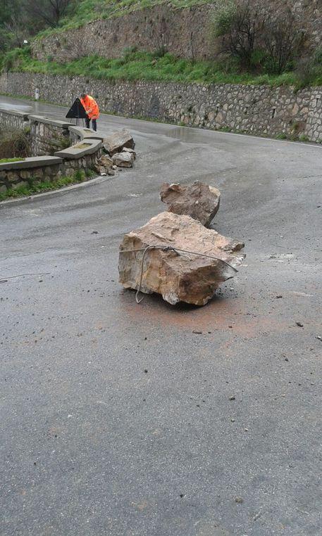 Maltempo: crollano massi su strada per Castelmola