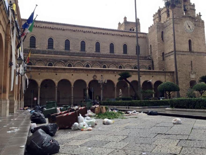 Duomo di Monreale assediato dai rifiuti, aperta un'indagine