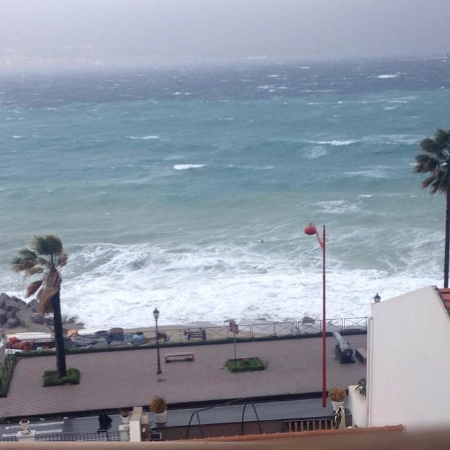 """Maltempo, Messina """"sfigurata"""" dalla violenta sciroccata: 95km/h in centro, gravi danni"""