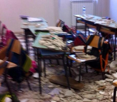 Crollo in una scuola elementare a Ostuni, feriti due bambini e una maestra