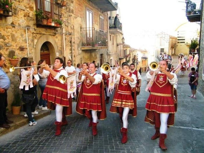 Folklore: A Geraci Siculo ritorna un pezzo di Medioevo