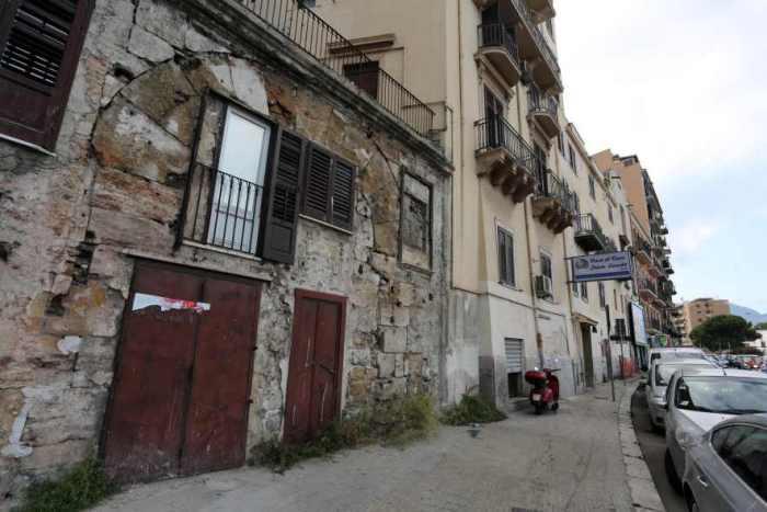 Le otto porte della città sfuggite a bombe e vandali, un'altra è riapparsa per caso vent'anni fa