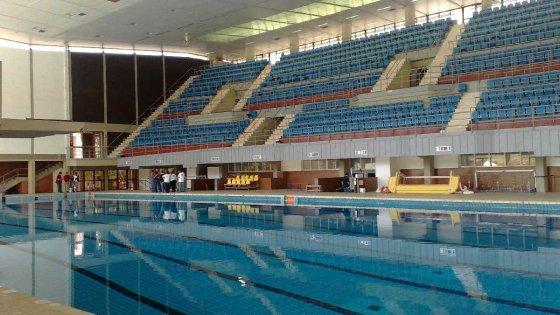 Palermo, viale del Fante: la piscina perde acqua mentre la pioggia rischia di allagare l'impianto
