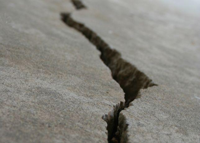 Terremoti Etna, si muove la faglia della Pernicana: tutto collegato all'eruzione, lesioni nelle strade