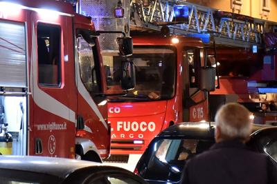 Allarme bomba in teatro a Cosenza, mentre canta il soprano. Slitta la prima