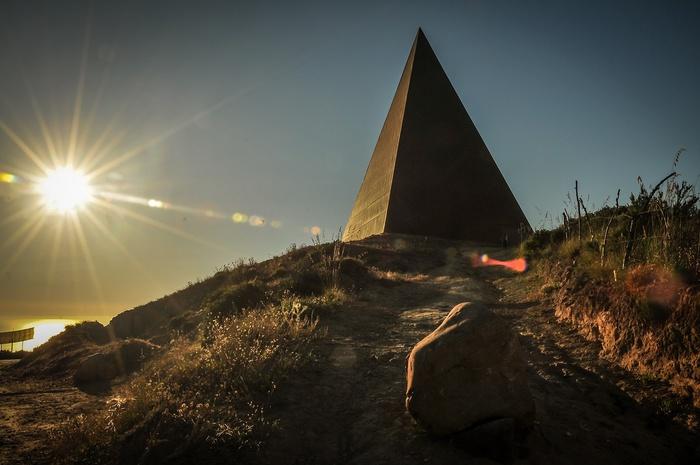 """Arte: """"Rito luce"""" alla Piramide di Staccioli nel Messinese"""