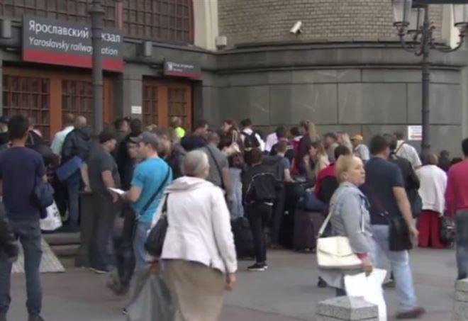 "Terrorismo, falsi allarmi bomba ""simultanei"": 20mila evacuati a Mosca"