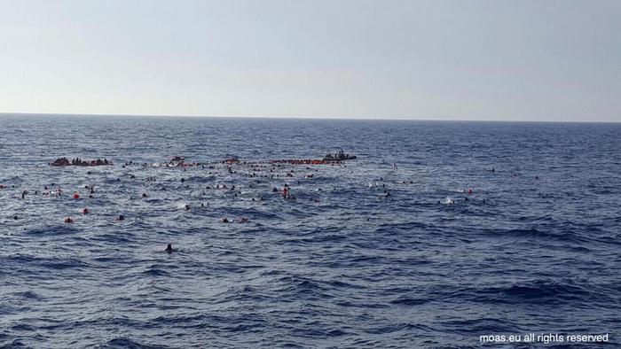 Collisione nave-barca migranti, morti