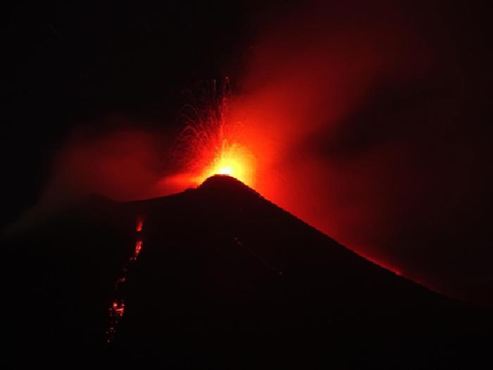 L'Etna si è risvegliato – Il VIDEO dell'eruzione