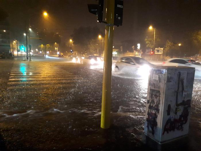Maltempo: bomba d'acqua nel Catanese, nubifragio a Roma