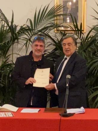 Palermo, il sindaco Orlando premia il pittore Lo Iacono