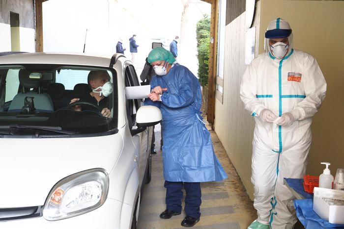 """Coronavirus: operatori lasciano casa riposo """"Come d'incanto"""""""