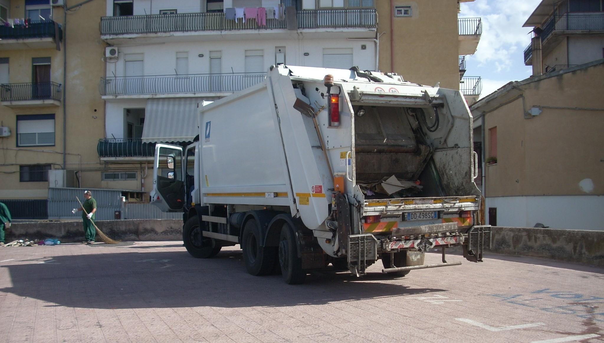 """Cornavirus. RAP: """"Garantita la raccolta in città ma restano sospesi i servizi di spazzamento, a domicilio e CCR"""""""