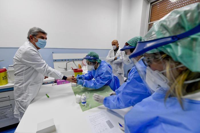 Coronavirus: 83.049 i malati, 2.477 più di ieri