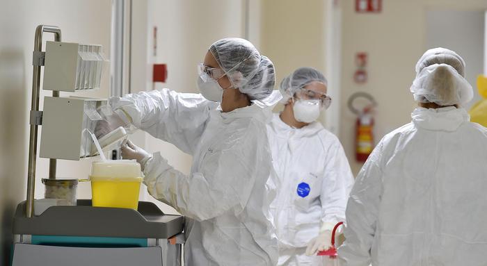 Coronavirus: Risalgono i contagi, in Italia 518 nuovi casi