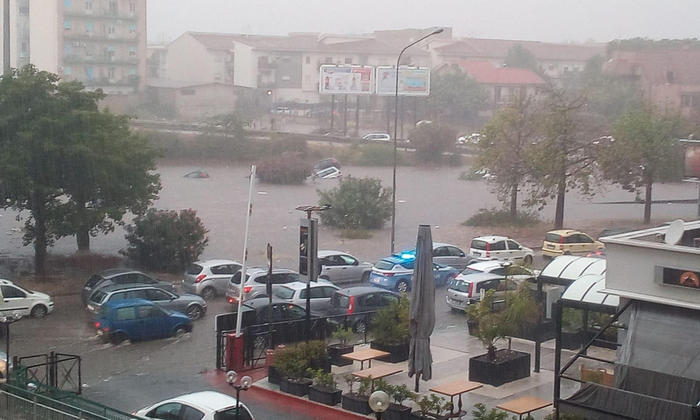 Bomba d'acqua a Palermo. Due bimbi ricoverati per ipotermia